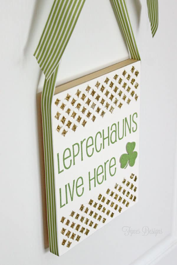 Leprechaun St. Patrick's Day sign #holiday #green #stpatricksday #shamrock #leprechaun #glitter #gold