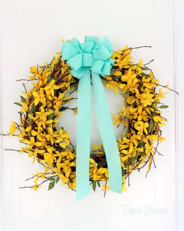 The forsythia wreath I made of course looks stunning on its own ...