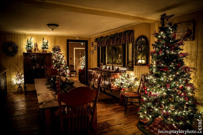 Country christmas house tour fynes designs fynes designs Holiday decorated homes