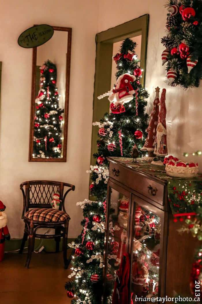 Country christmas house tour fynes designs fynes designs everything about the country christmas home tour screams cozy cottage christmas to me cant you just picture yourself cozied up with a hot coco with the solutioingenieria Images