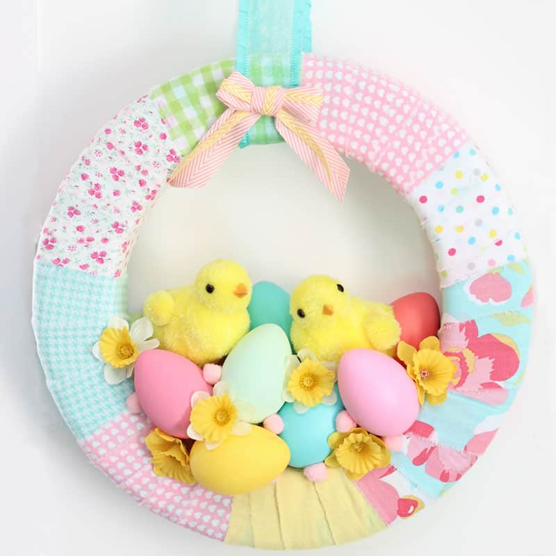 http://www.fynesdesigns.com/wp-content/uploads/2015/03/chick-spring-wreath.jpg